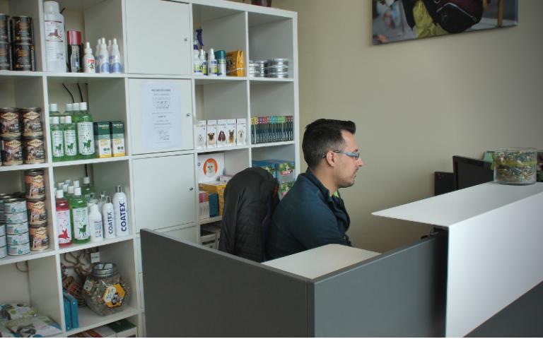 clinica_veterinaria_argos_instalaciones_muros_recepcion